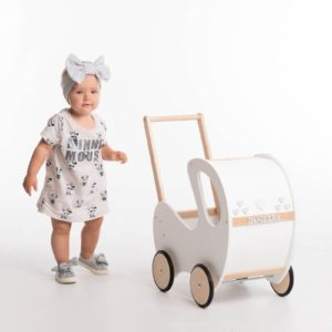 Drevený kočík pre bábiky biely