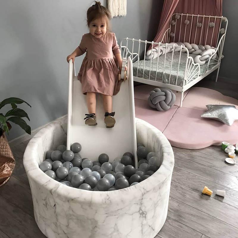 Bazén s loptičkami a šmýkačkou pre deti = nikdy nekončiaca sa zábava